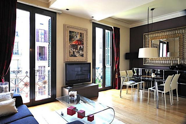 Comfortable 2 Bedroom Art Deco Apartment in the City Center – B200